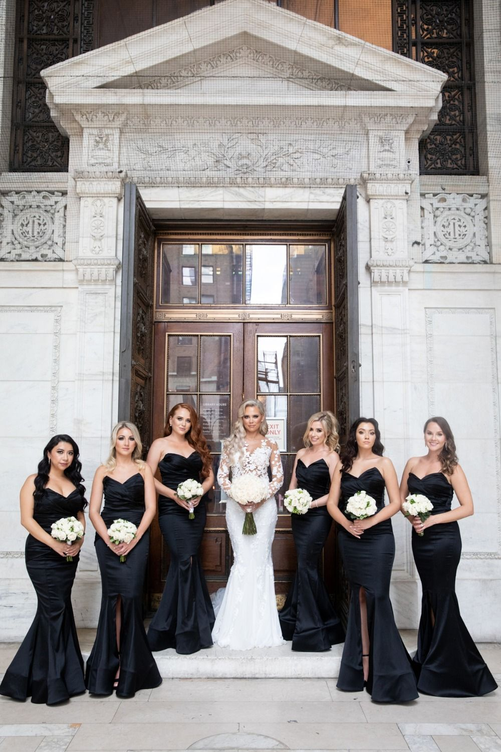 This Gold Black And White Wedding Is Stunning To The Max In 2020 Black And White Wedding Theme White Wedding Theme Black Wedding Decorations