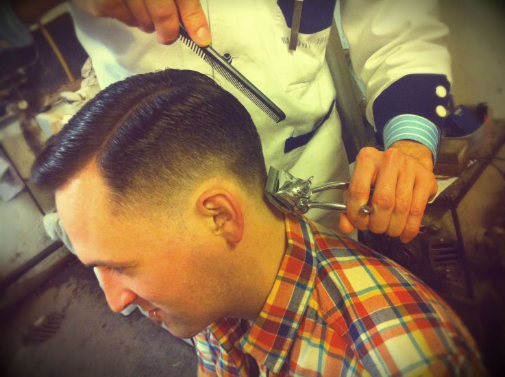 haircut with manual clippers in progress | shaved | Coiffure