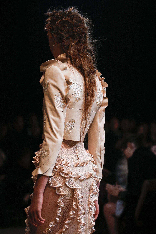 ab8417e629d Alexander McQueen Spring 2016 Ready-to-Wear Accessories Photos - Vogue # AlexanderMcQueen