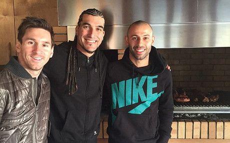 Messi, Mascherano y Alves se reencuentran con Pinto +http://brml.co/1yQD6Kn