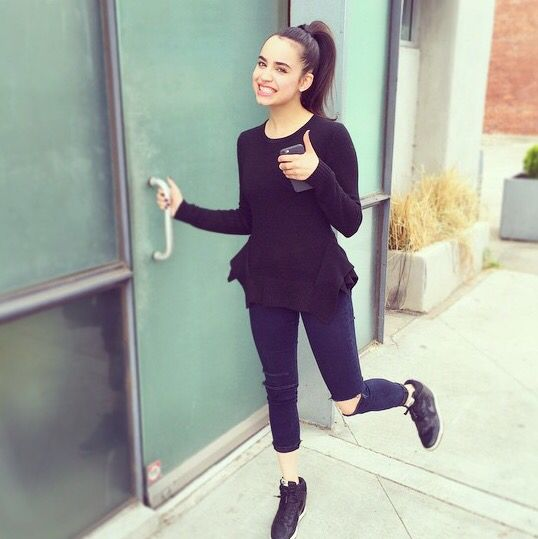 (Fc: Sofia Carson) Hey I'm Tahlia D'aminco! I'm 17 and single. I go to Lincoln High!! Zara is my best friend! I'm an actress! I have a little sister named Kalani and an older brother named Matt! Intro?