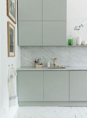 Cocina verde agua con frente de m rmol blanco veteado de - Cocina verde agua ...