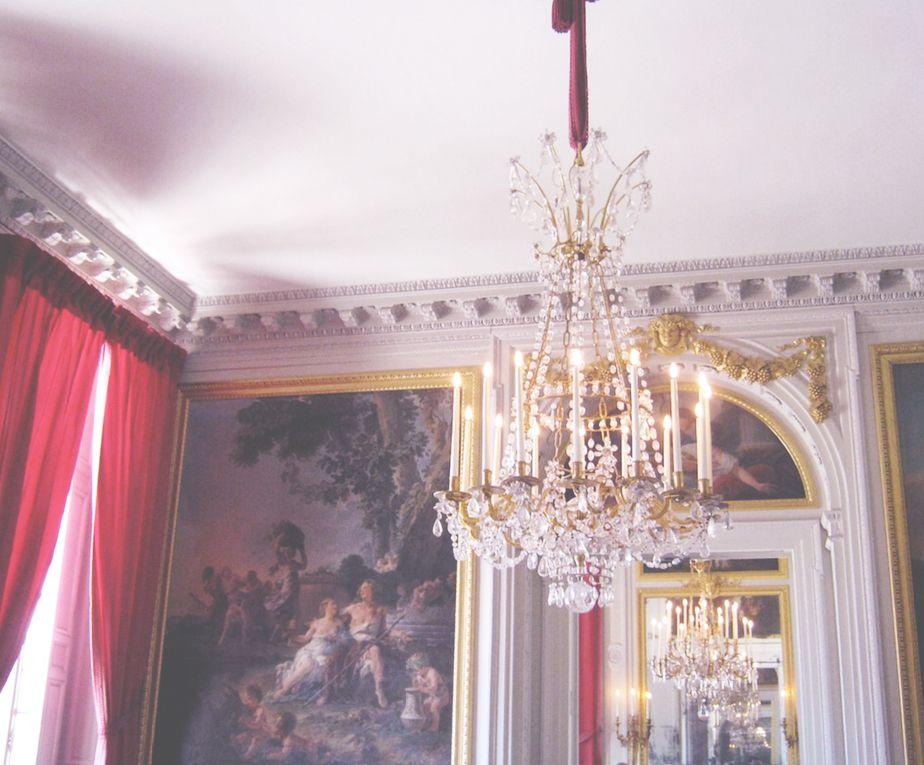 Joli Boudoir // Petite salle a manger, Petit Trianon    [credit...