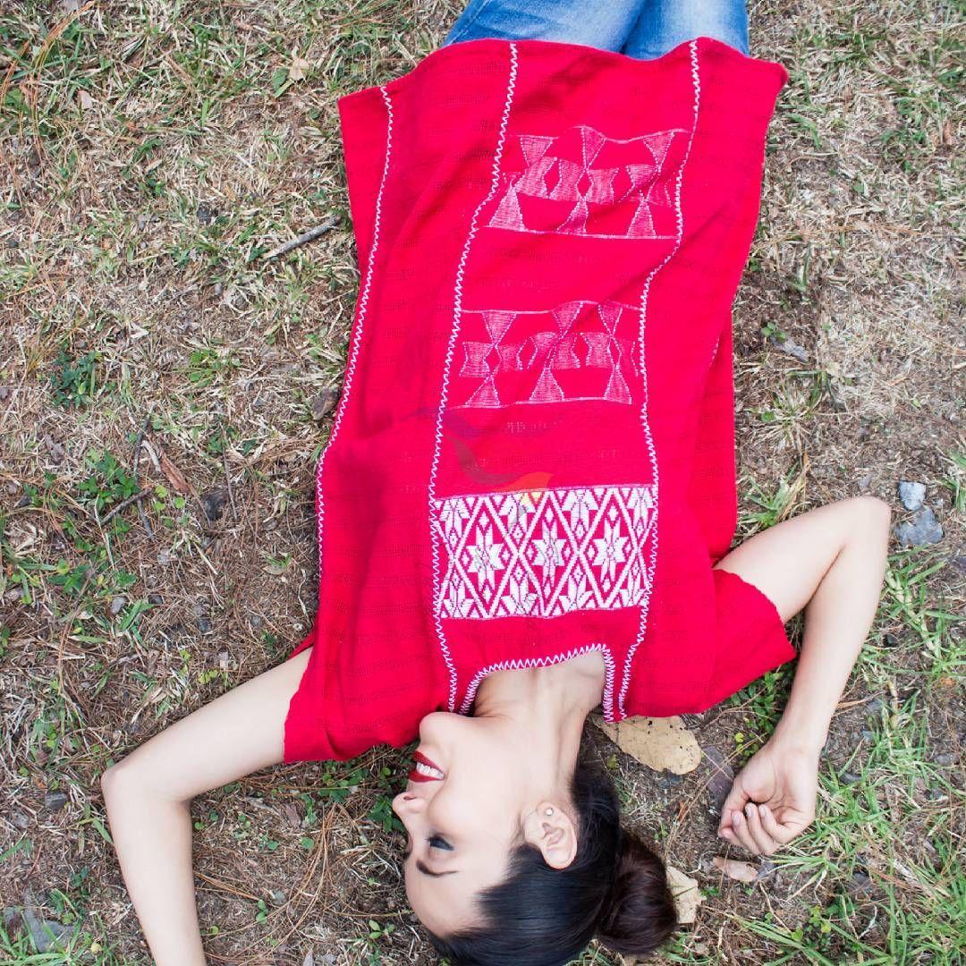 """Pedazo de mi Tierra (@pedazodemitierra) en Instagram: """"Blusa de San Juan Cotzocón, elaborada en telar de cintura. Cuentan los artesanos que el lugar…"""""""