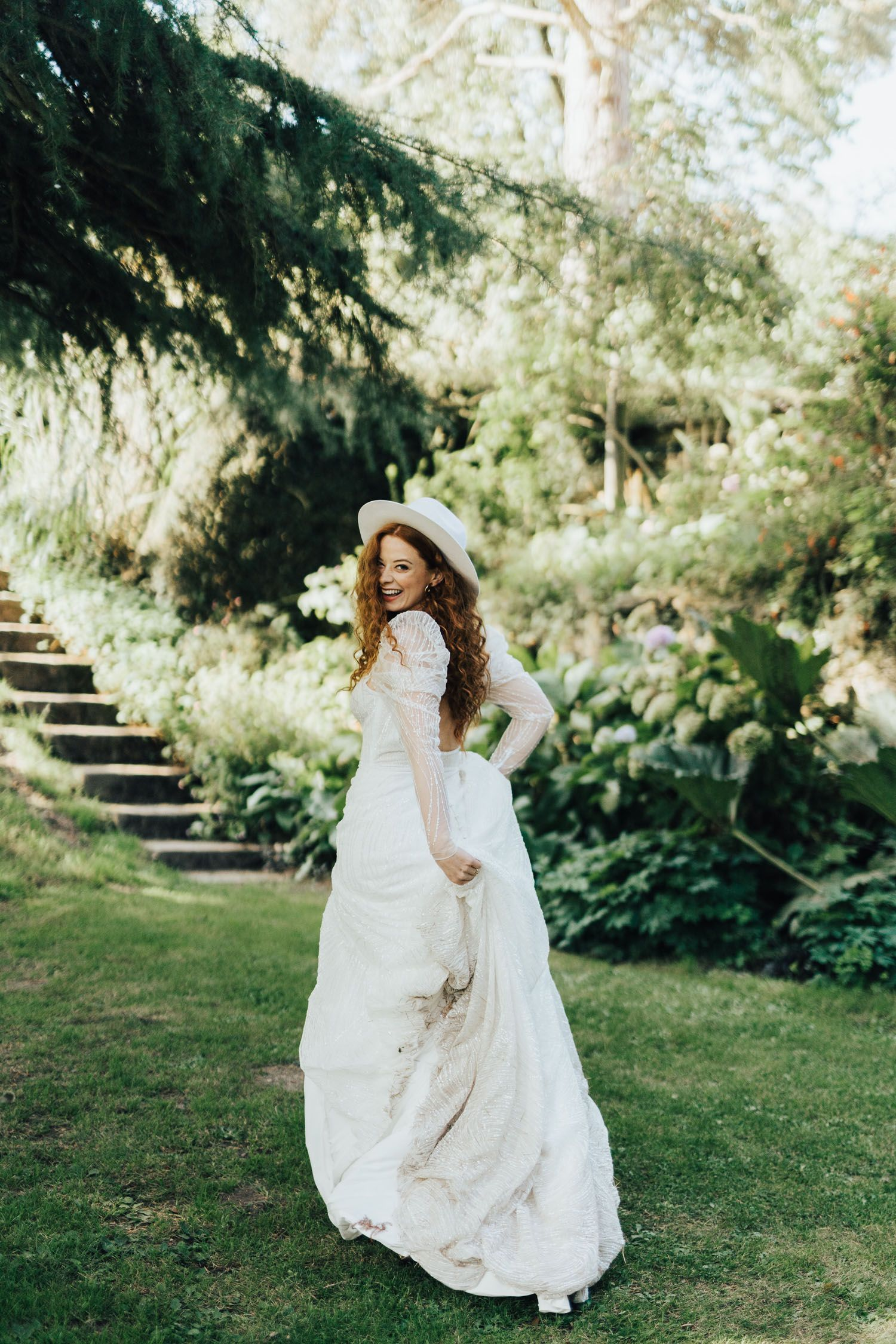 Hans Christian Andersen S The Little Mermaid Wedding Editorial In The English Countryside Little Mermaid Wedding Wedding Dress Boutiques Wedding Design Inspiration [ 2250 x 1500 Pixel ]