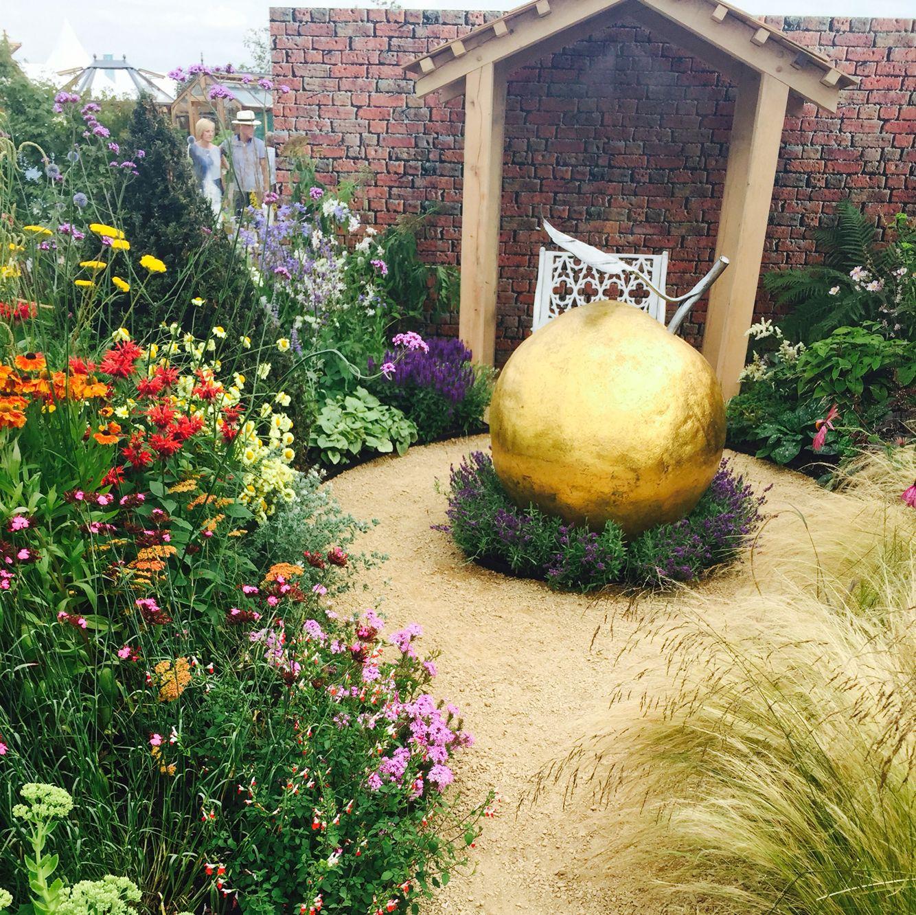 Large gold Apple @ the Tatton Park Flower Show 2016