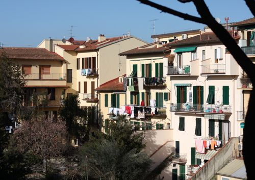 Clotheslines in Florence - neighbors
