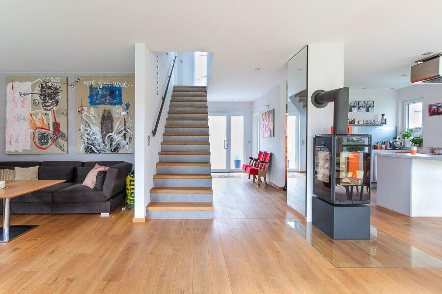 Wohnzimmer modern mit offener Küche, Esszimmer & Kamin ...