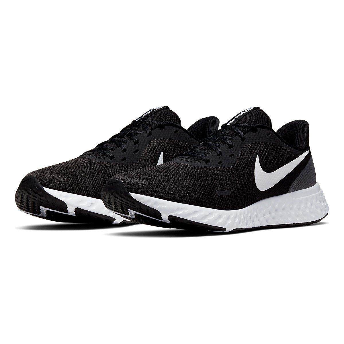 Tênis Nike Revolution 5 Masculino Preto e Branco en 2020