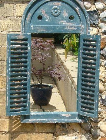 miroir dans jardin avec lanterne devant jardin pinterest lanterne miroirs et jardins. Black Bedroom Furniture Sets. Home Design Ideas