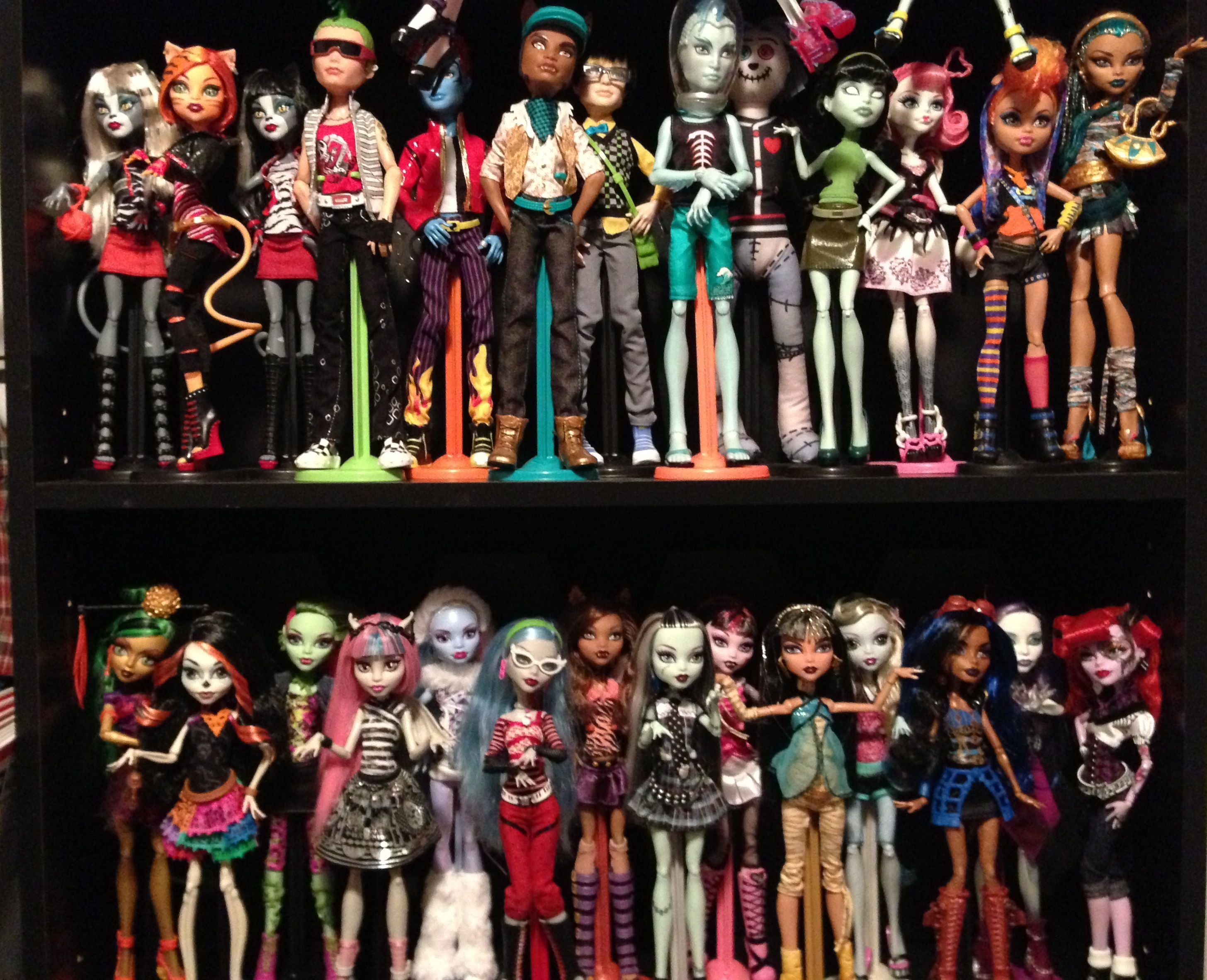 I want ALL of the monster high dolls  Want want want