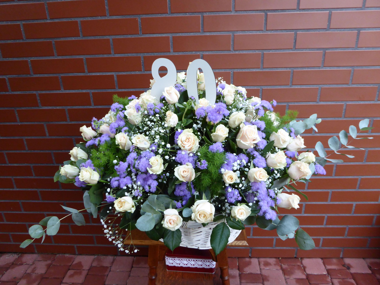 Bukiet Na 80 Te Urodziny Flower Arrangements Floral Floral Wreath