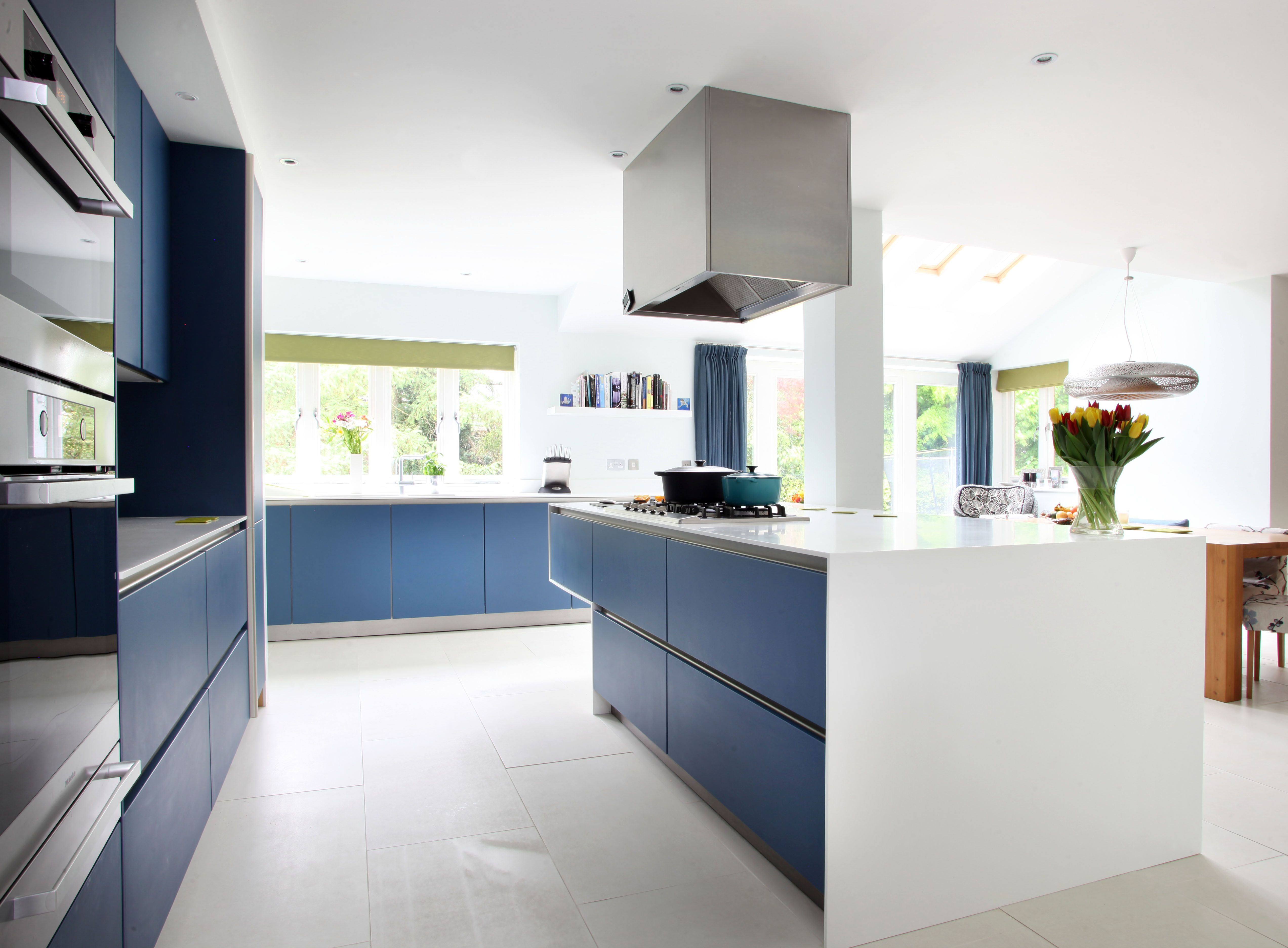 Amersham 2 Kitchen Design Drawing Room Blue Lacquer cabinetry ...