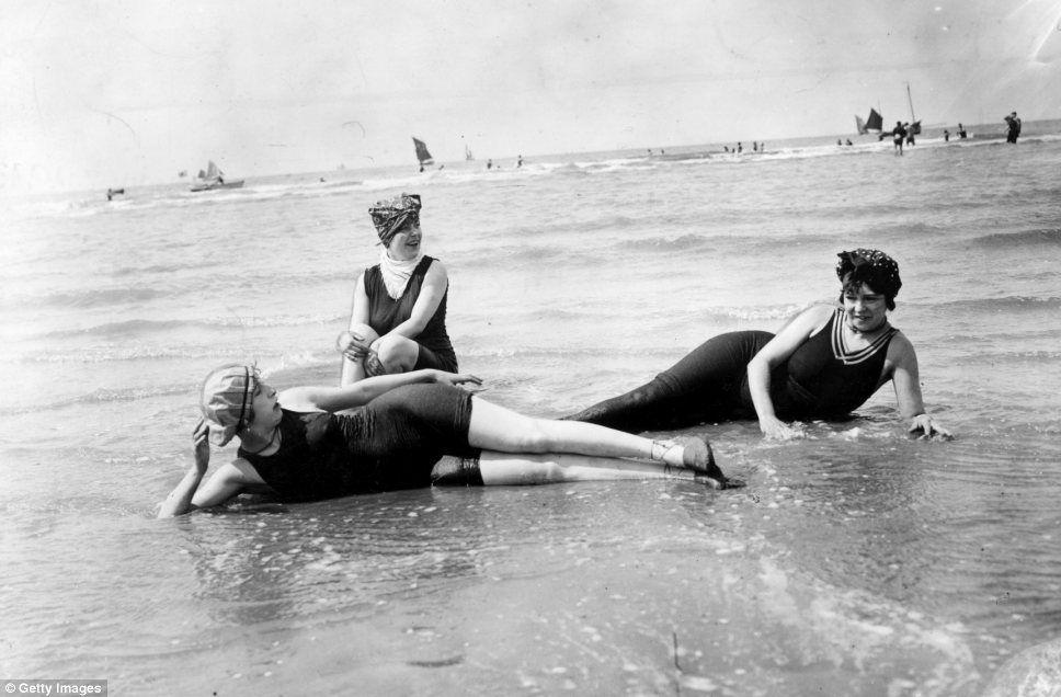Before the bikini: Fascinating black and white photographs
