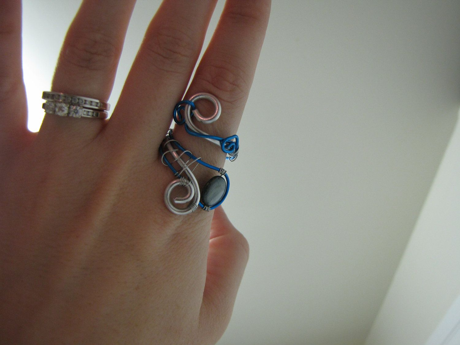 Blue and silver adjustable wire ring with blue-grey precious stone ...
