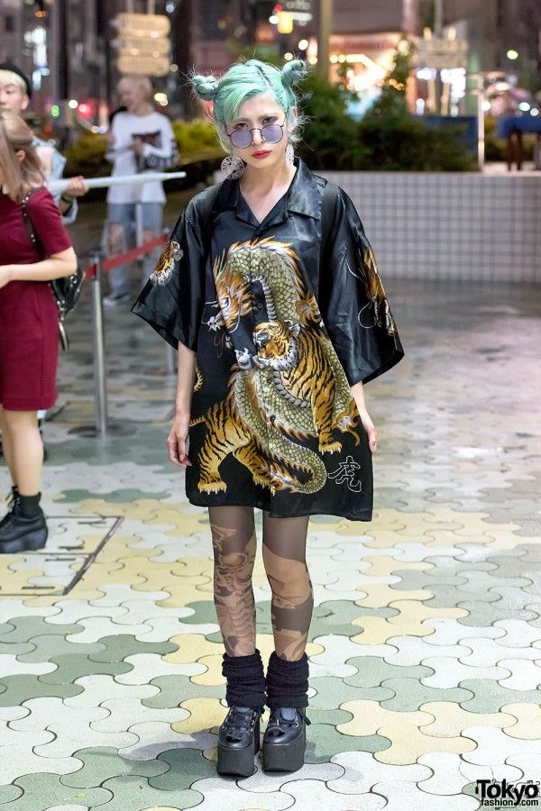 Ena works at the popular Japanese tights brand Avantgarde ...