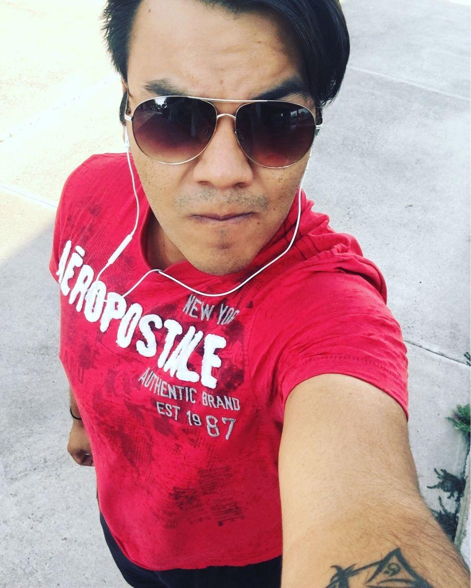 A correr!!! ........ Por unos taquitos al pastor. 😁😅🕶🏃🏻💨👟  #Selfie #sunglasses #Red #Tshirt #Headphones #Run