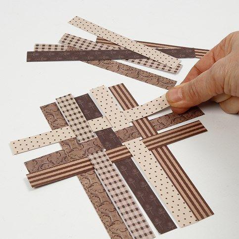 13617 Julkort med patchwork av flätade pappersstrimlor