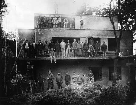 Bauhaus Baumarkt Dessau topping out ceremony 15 octobre 1925 photo hans volger