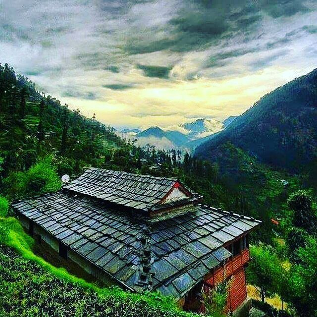 Incredible view of a village Home and Himalayan nature view. . Just because things aren't good now, doesn't mean they will be that way forever. . From @rahulnaryal1994 . #Kullu #Village #naturelover...