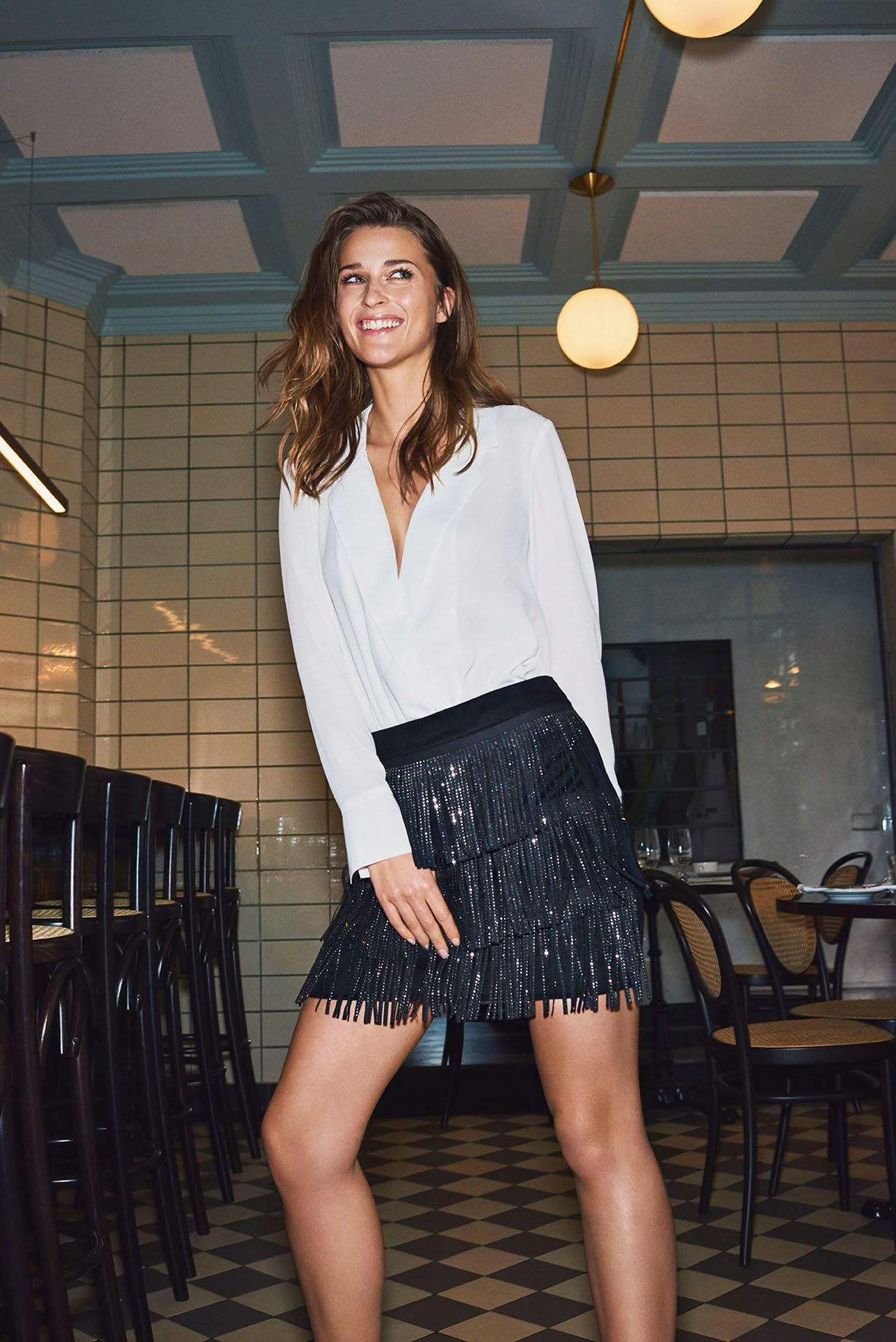 179e6c05535a #VEROMODA Festive party outfit consisting of a short skirt with frills and  a beautiful v-neck shirt in snow white. Perfect as a New Year's dress or as  a ...