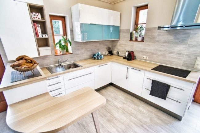 Fliesenspiegel küche modern  Holz Arbeitsplatten kueche-modern-l-form-halbinsel-beige-wandfarbe ...