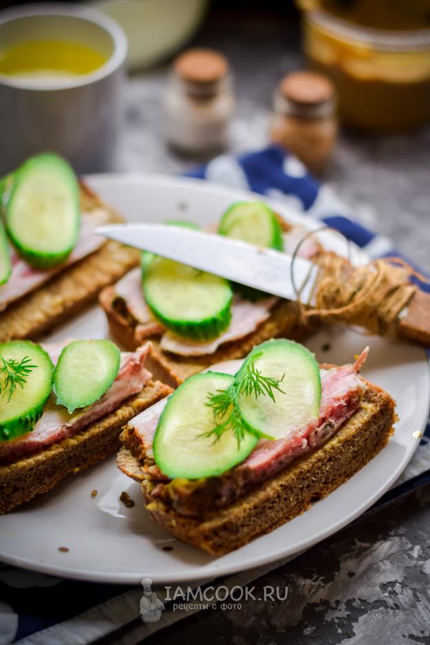 Бутерброды с салом и огурцом †...