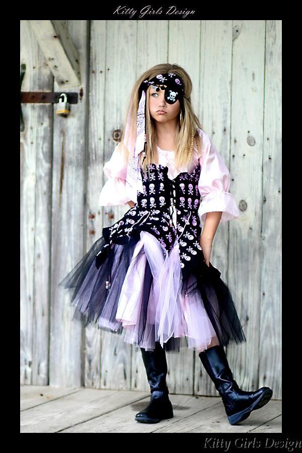 Pirate girl costume DIY with pink dress, bandana, tulle and skull - homemade halloween costume ideas for women