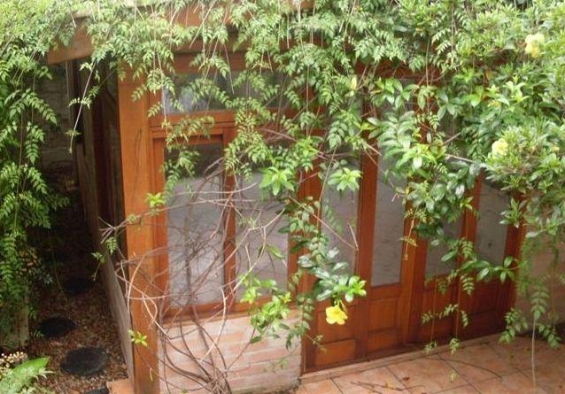 gazebo no quintal, coberto de plantas - garden shed, garden structure, outside architecture, greenhouse, construção no jardim