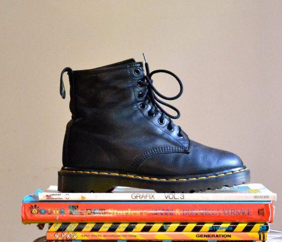 90s Black Dr. Martens Black Boots Size 8 1/2 9/ by Hookedonhoney #vintagedocs #90sdocmartens #vintagedocmartens #90sdocs #blackdocs #docmartens #vintageboots