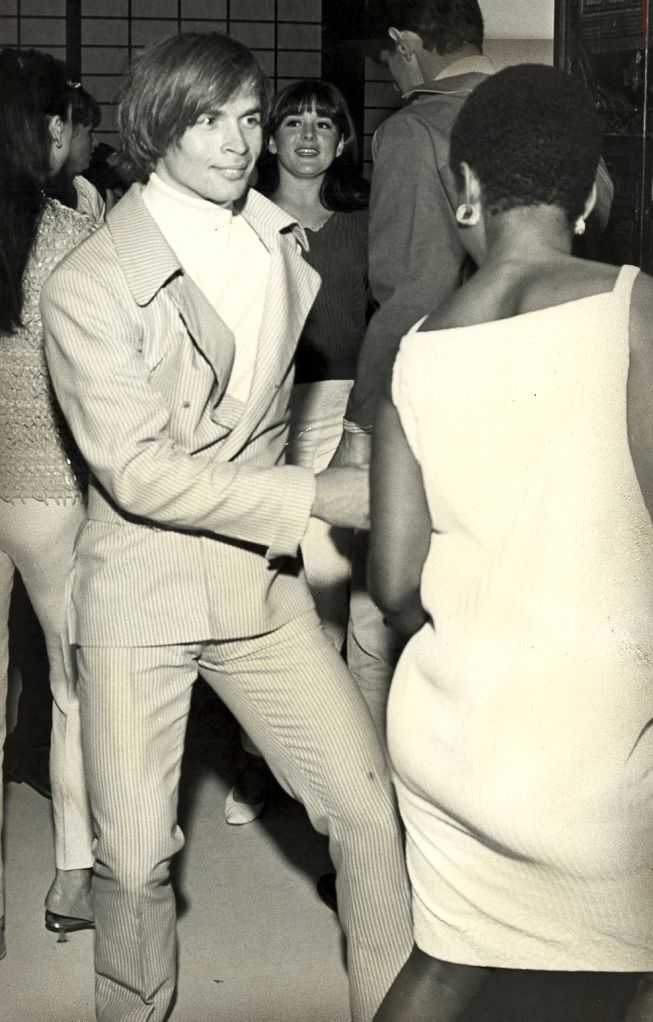 In 1961, Russian ballet star Rudolf Nureyev defected to the West. Here he is that same year at a club doing the Twist.