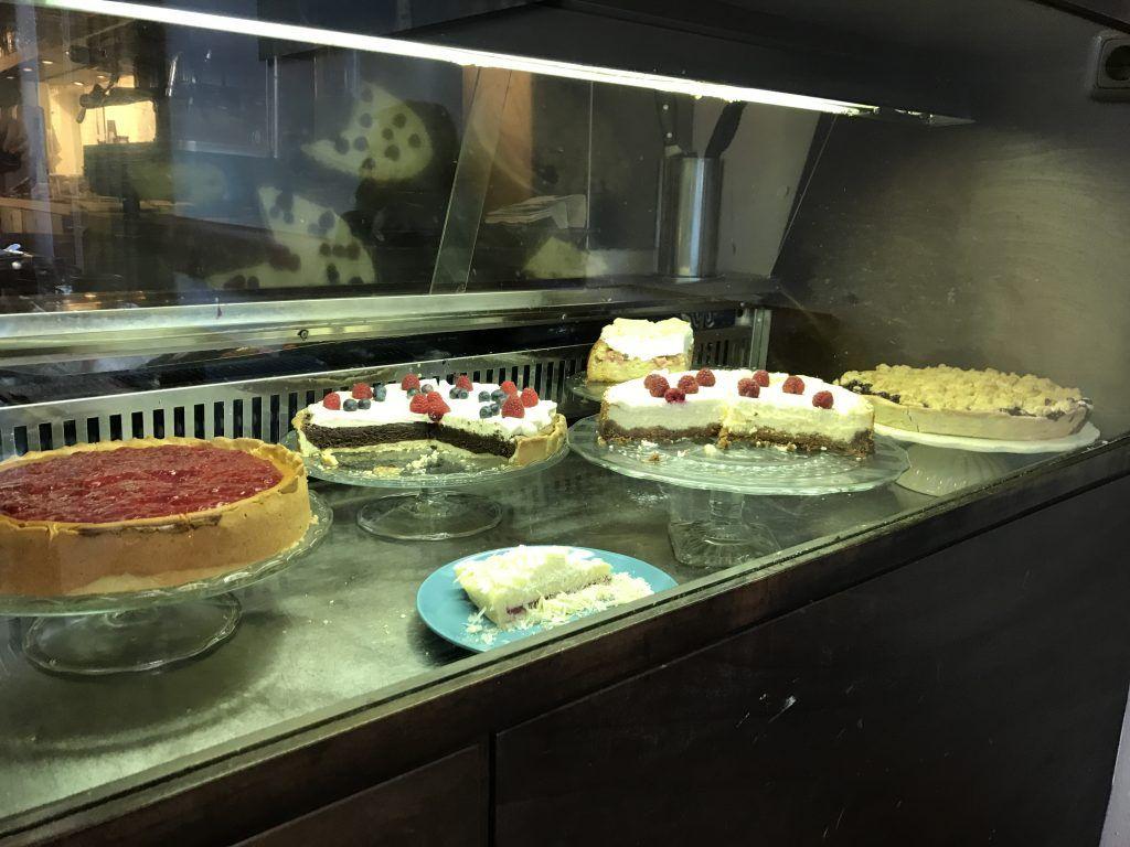 Kaffee Kuchen Grosse Auswahl An Hausgemachten Kuchen Im Belgischen Viertel In Koln Kaffee Und Kuchen Hausgemachte Kuchen Kaffee