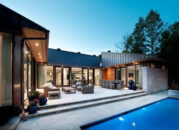 Rockcliffe Custom Home contemporain-facade