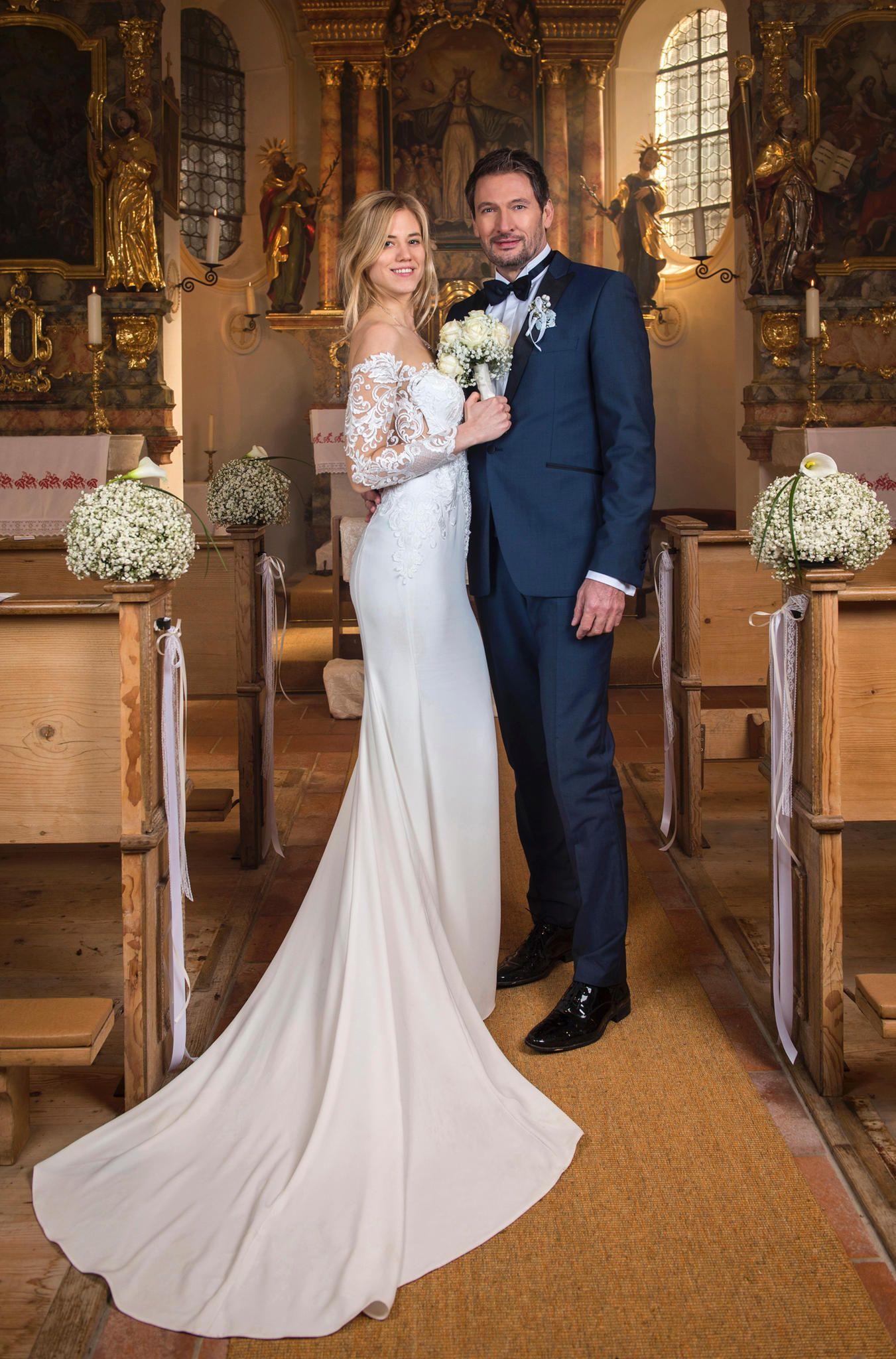 Viktor Entfuhrt Alicia Platzt Die Trauung Mit Christoph Hochzeit Kutsche Sturm Der Liebe Kleid Hochzeit