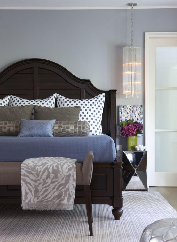 Wandgestaltung Grau Schlafzimmer Massivholz Bett Dunkler Holzton