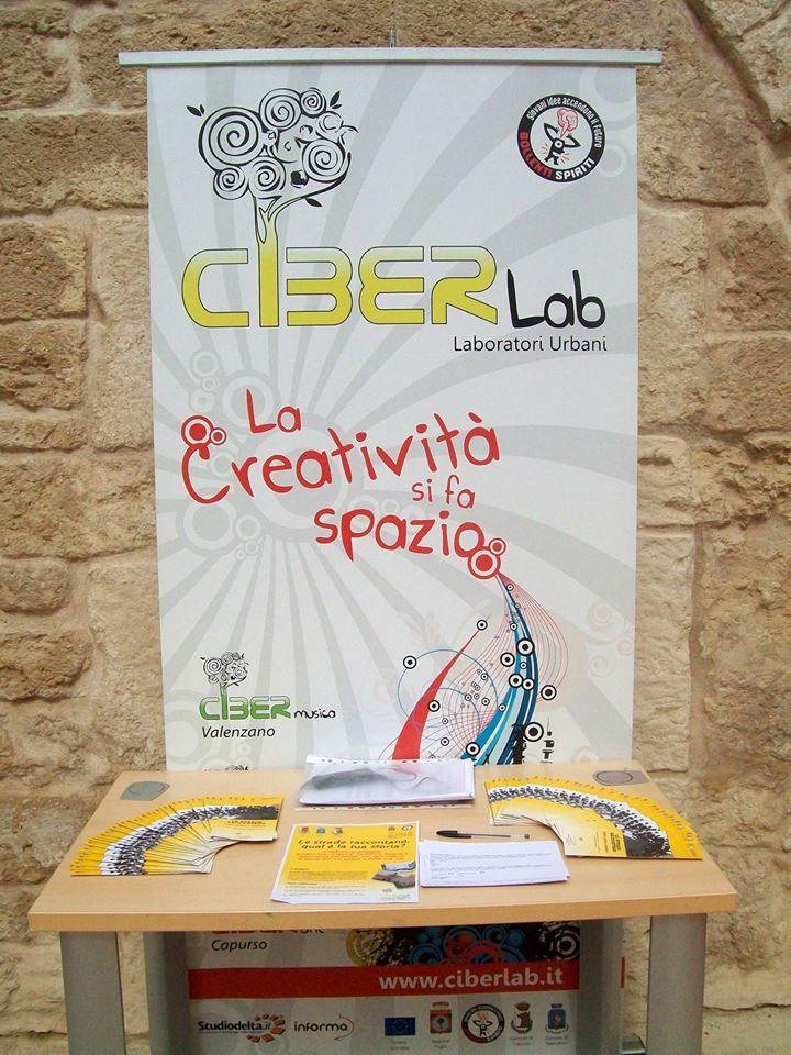 Banchetto promozionale del Ciberlab e del progetto Le Strade Raccontano