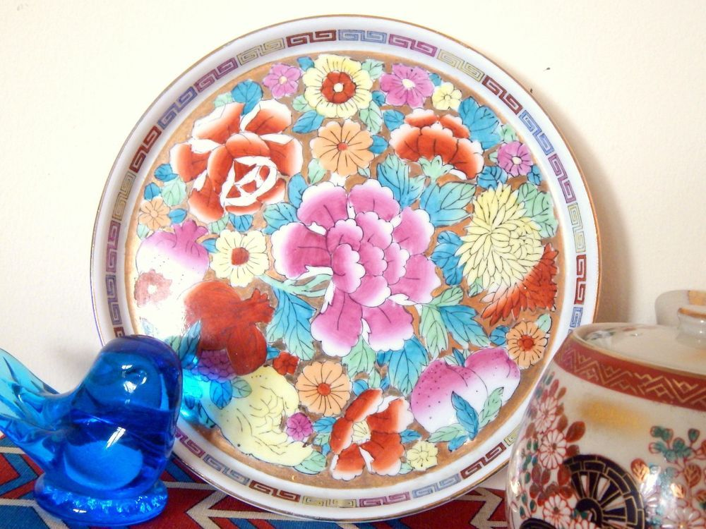 Vintage Chinese Famille Rose Hand-Painted Porcelain Gold Raised Rim Decor Plate