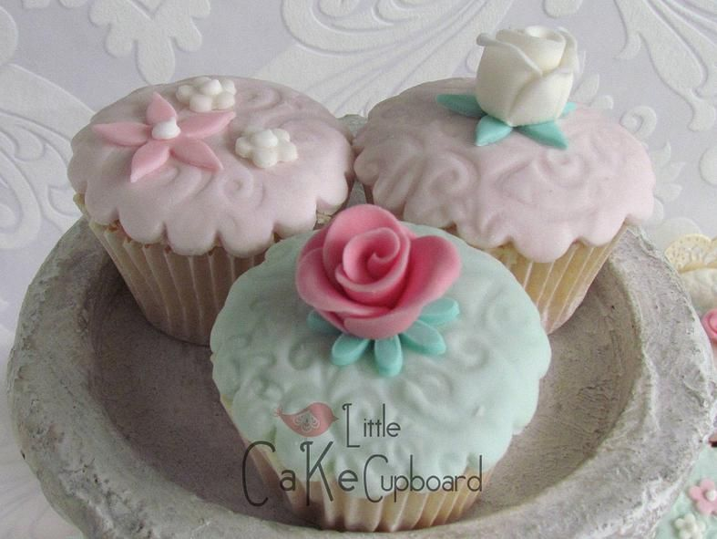 Little Cake Cupboard | Cupcakes & Favours