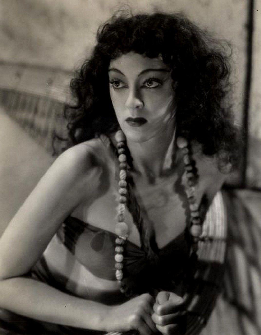 Helena Bonham Carter,Thalia Erotic videos Terry Farrell,Sushmita Sen