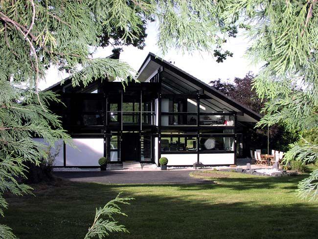 Split Roof Design: ISO Container Architecture