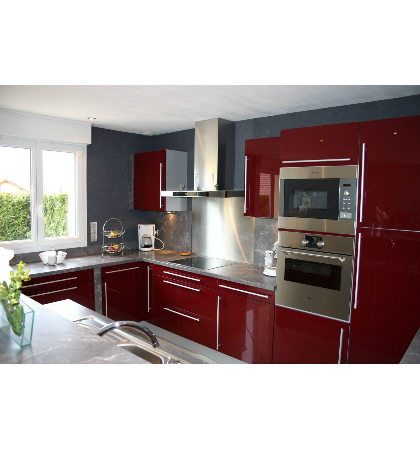 très belle cuisine rouge réalisée par nos soins - demandez un devis