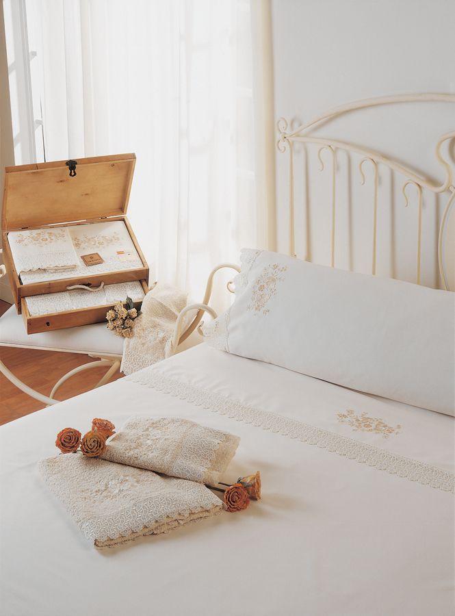 juegos de cama con puntilla y bordados romanticos
