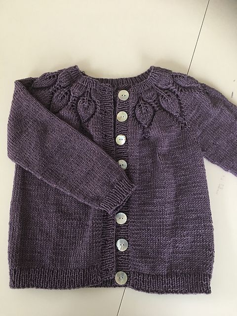 Hand Knitted 100% Wool Baby Cardigans And Cot Blankets Clear And Distinctive Nursery Bedding