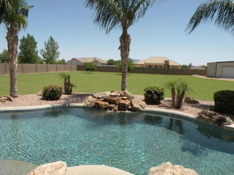 2627 E Melrose St Gilbert Az 85297 Ziprealty Arizona Backyard Budget Backyard Pool Landscaping