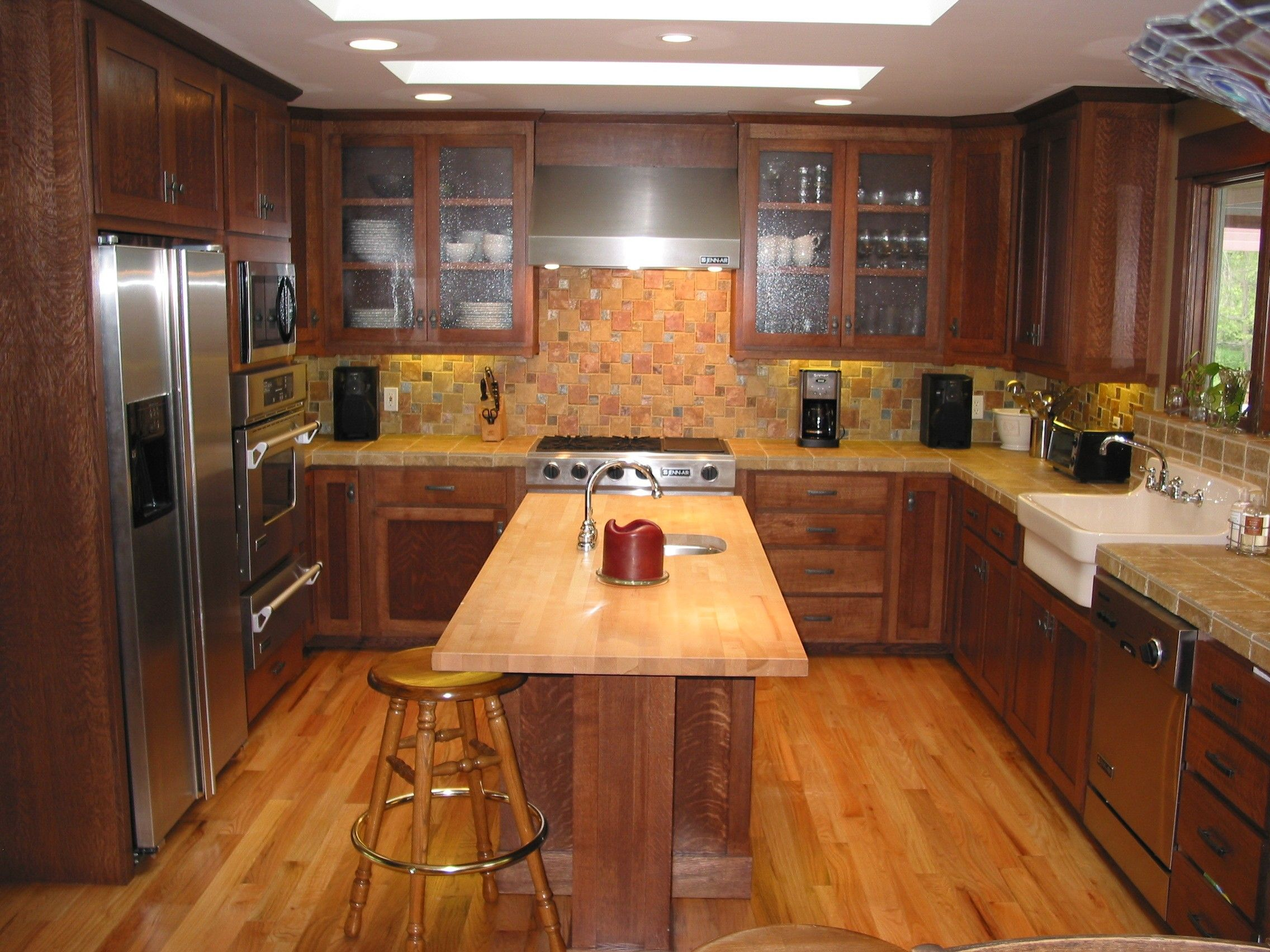 Quarter Sawn Oak Kitchen Click on an image