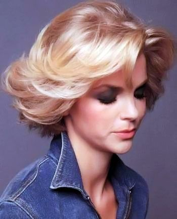Gallery Of Medium Flicked Hairstyles Picture Number 39 Silver Blonde Hair Hair Styles Hairdos For Short Hair
