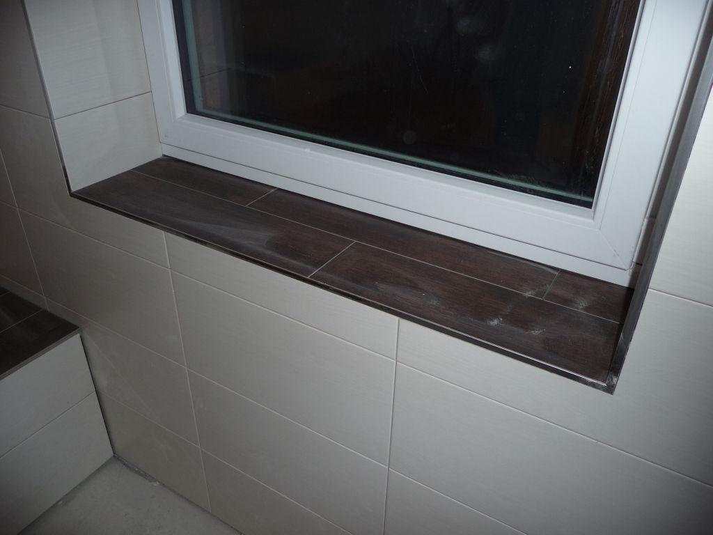 Die Fensterbank besteht aus Bodenfliesen   Fensterbänke ...