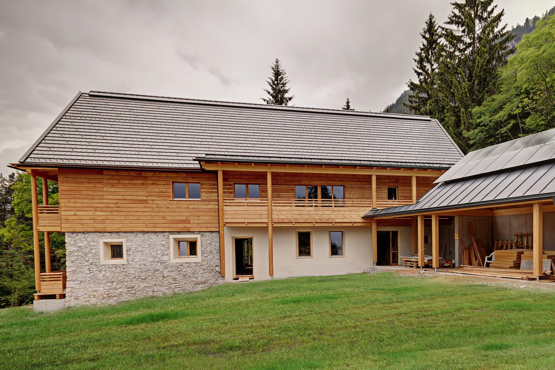 Ein Mehr Als 160 Jahre Altes Bauernhaus In Karnten Wird Zu Einem Modernen Energieplushaus Altes Bauernhaus Haus Fassade Haus