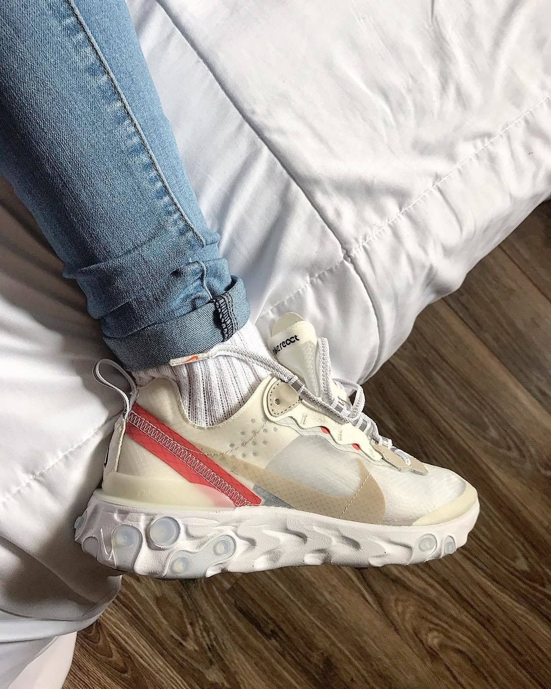 2020 2019 New Best Selling React Element 87 Men Women Designer Lightweight Roller Shoes Without Box From Tomi358 57 00 Dhgate Com Roller Shoes Sneaker Head Types Of Shoes
