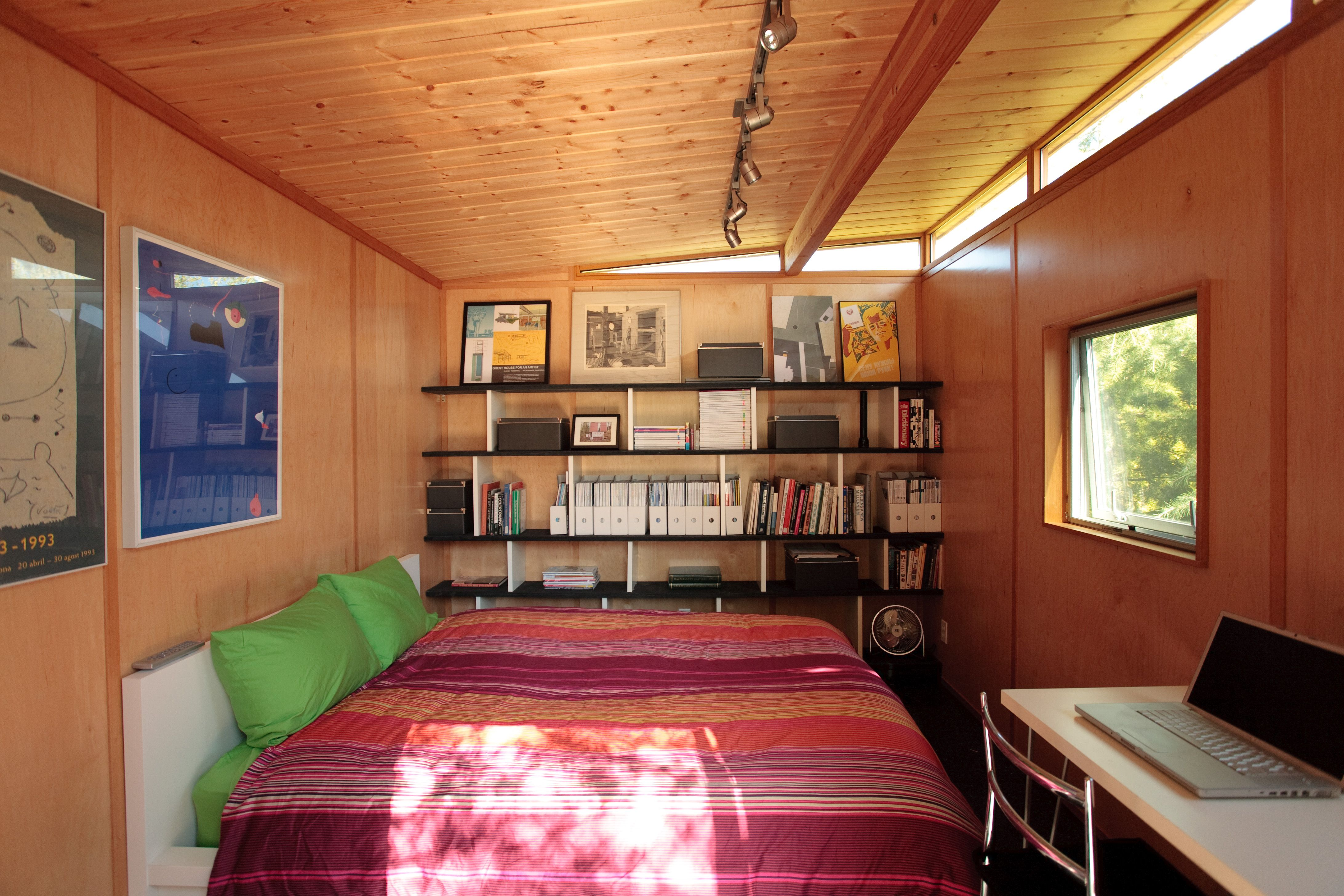 Modern-Shed - Extra bedroom for guests | That Studio Life ...